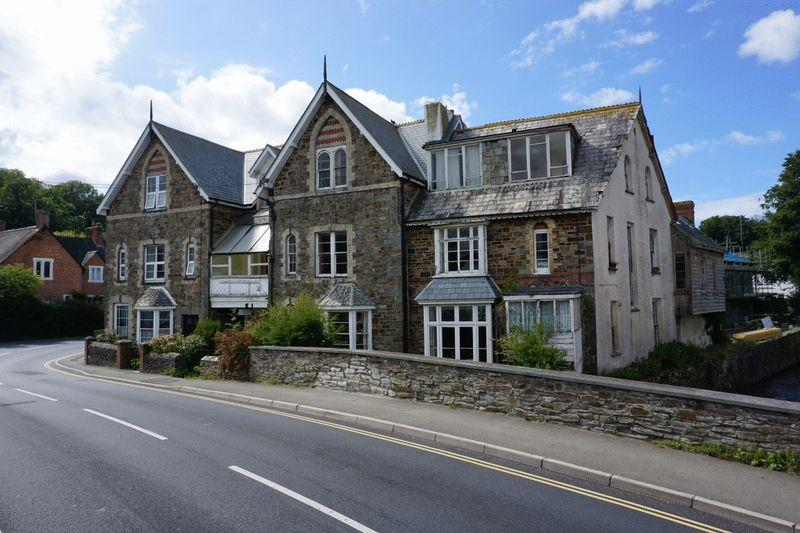 8 Bedrooms Semi Detached House for sale in Bridge Street, Stratton, Bude