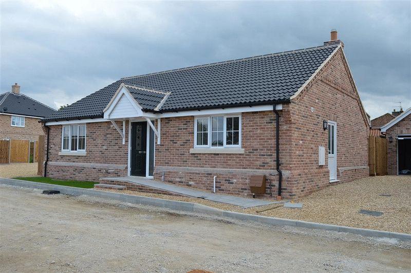 3 Bedrooms Bungalow for sale in Saffron Close Watton