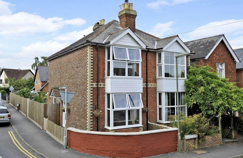 2 Bedrooms Semi Detached House for sale in George Road, Godalming