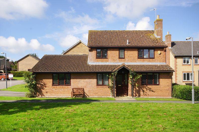 4 Bedrooms Detached House for sale in Inglestone Road, Wickwar, GL12 8PH