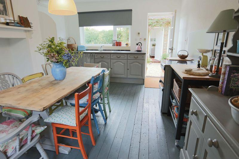 3 Bedrooms Detached House for sale in Ardingly Road, West Hoathly