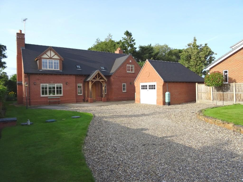 3 Bedrooms Detached House for sale in Burston Lane, Burston, Stafford