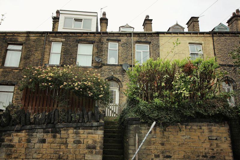 4 Bedrooms Terraced House for sale in South View, Sowerby Bridge