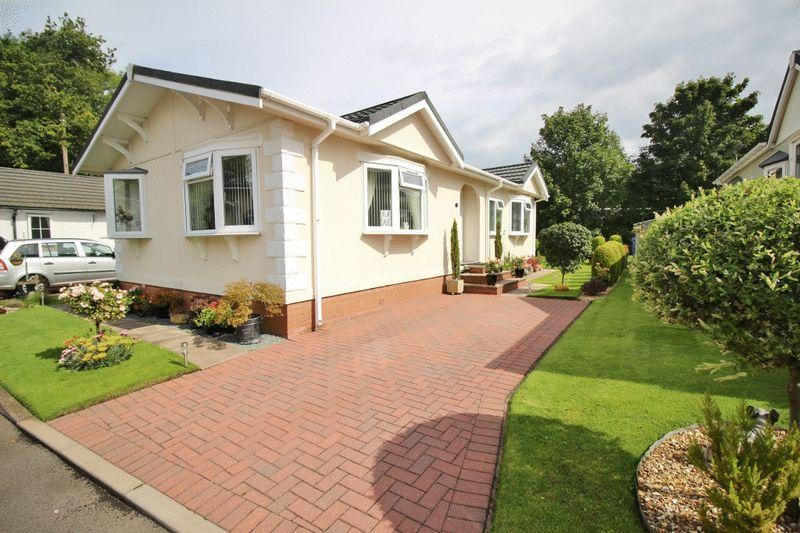 2 Bedrooms Detached Bungalow for sale in Silver Poplars, Kingswood, Albrighton