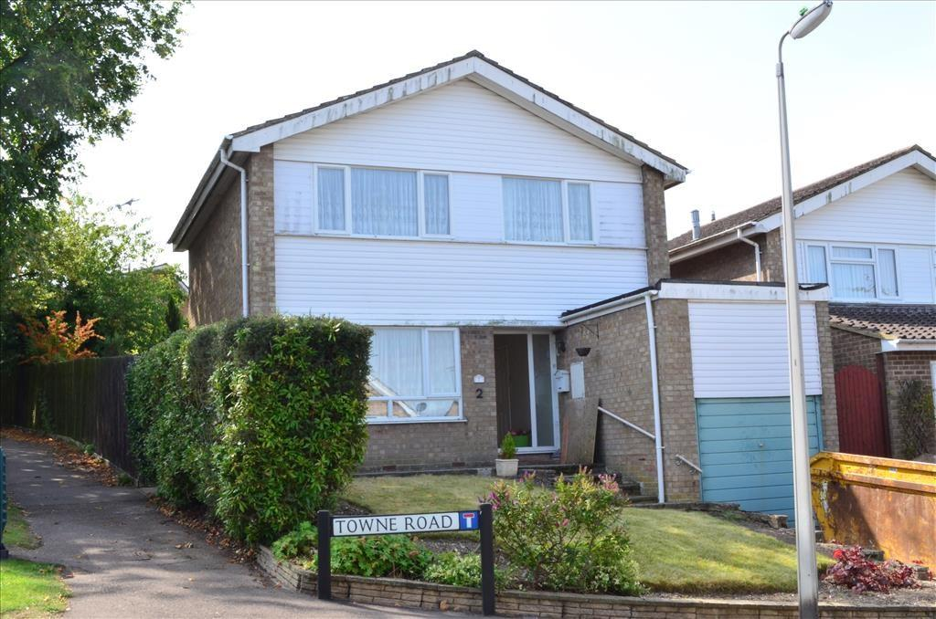 3 Bedrooms Detached House for sale in Towne Road, Royston, SG8