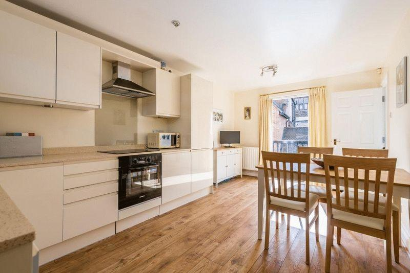 2 Bedrooms Terraced House for sale in DORKING