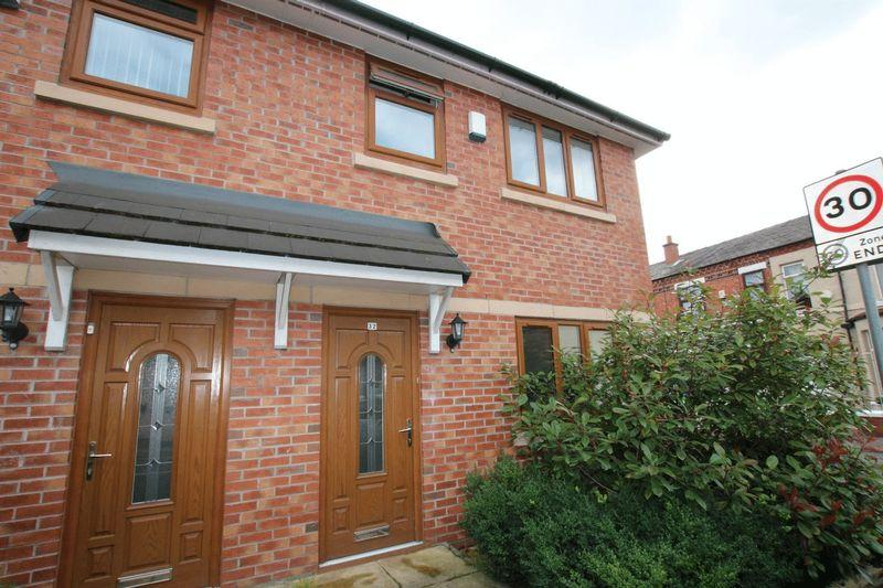 3 Bedrooms Semi Detached House for sale in Promenade Street, Heywood OL10 4EB
