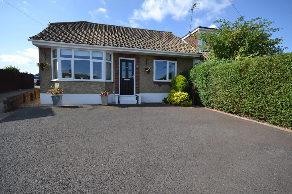4 Bedrooms Chalet House for sale in Kersbrooke Way, Corringham, SS17