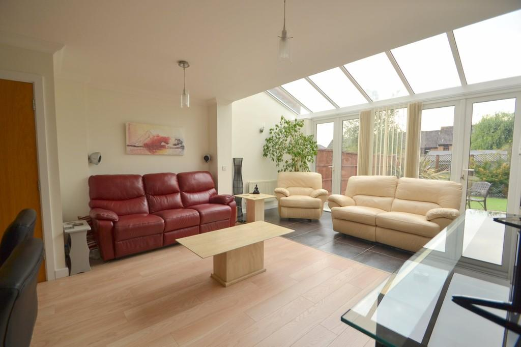 4 Bedrooms Town House for sale in Greenwood Close, Chelmsford, CM2 6PW