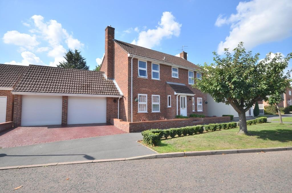 4 Bedrooms Detached House for sale in Deben Road, Colchester, CO4 3UZ