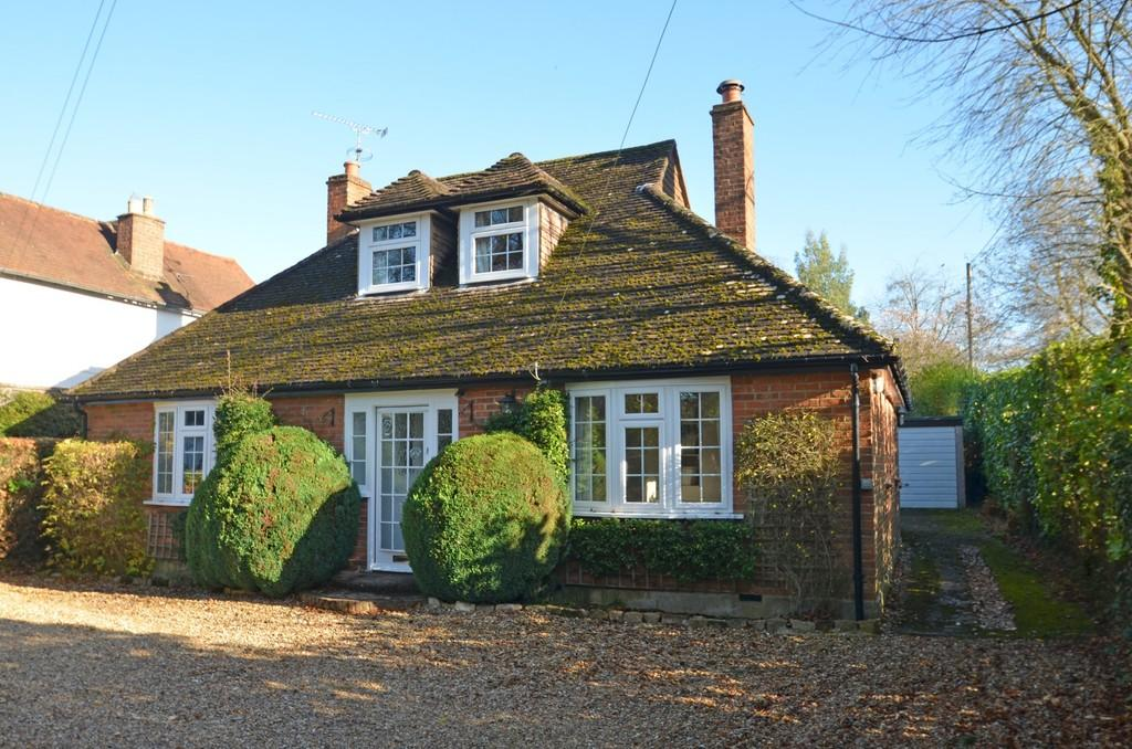 3 Bedrooms Chalet House for sale in Godalming