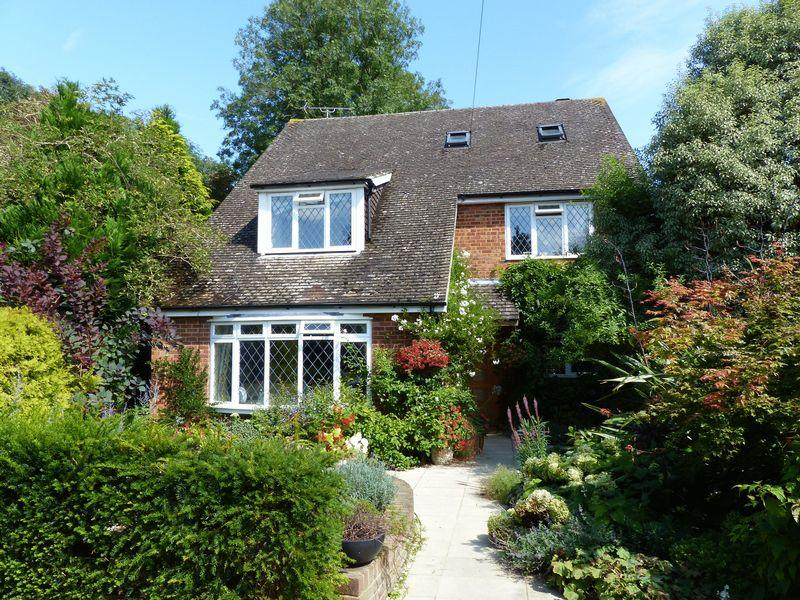 5 Bedrooms Detached House for sale in COOKHAM VILLAGE