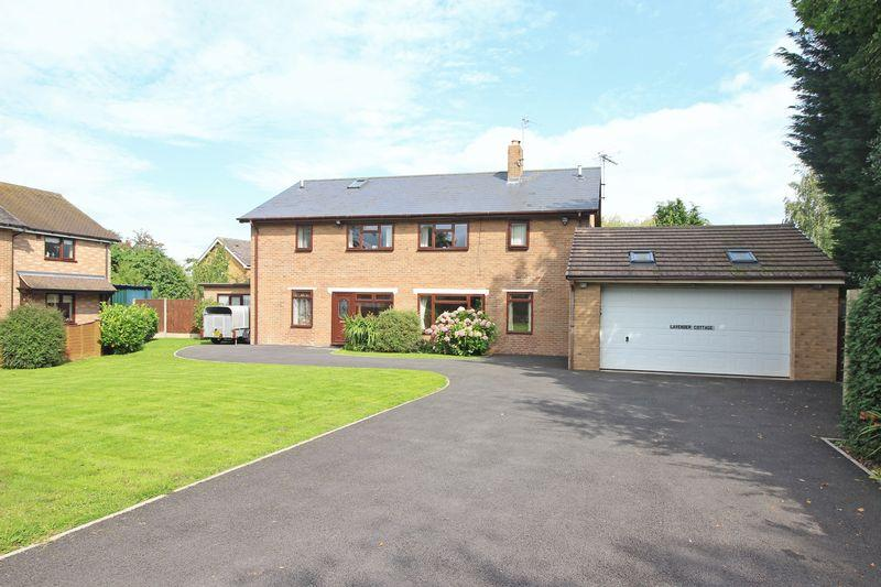 4 Bedrooms Detached House for sale in Glentworth, Oswestry