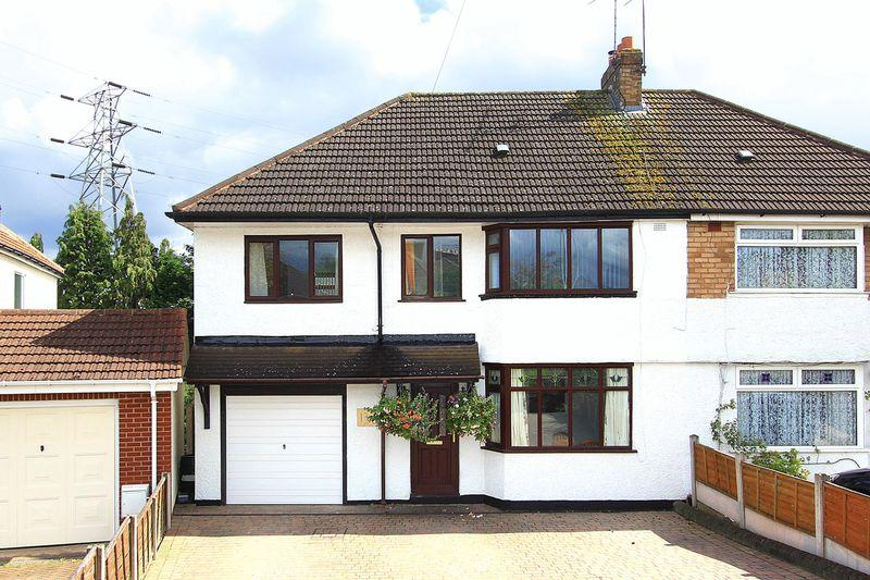 4 Bedrooms Semi Detached House for sale in PENN, Springhill Avenue