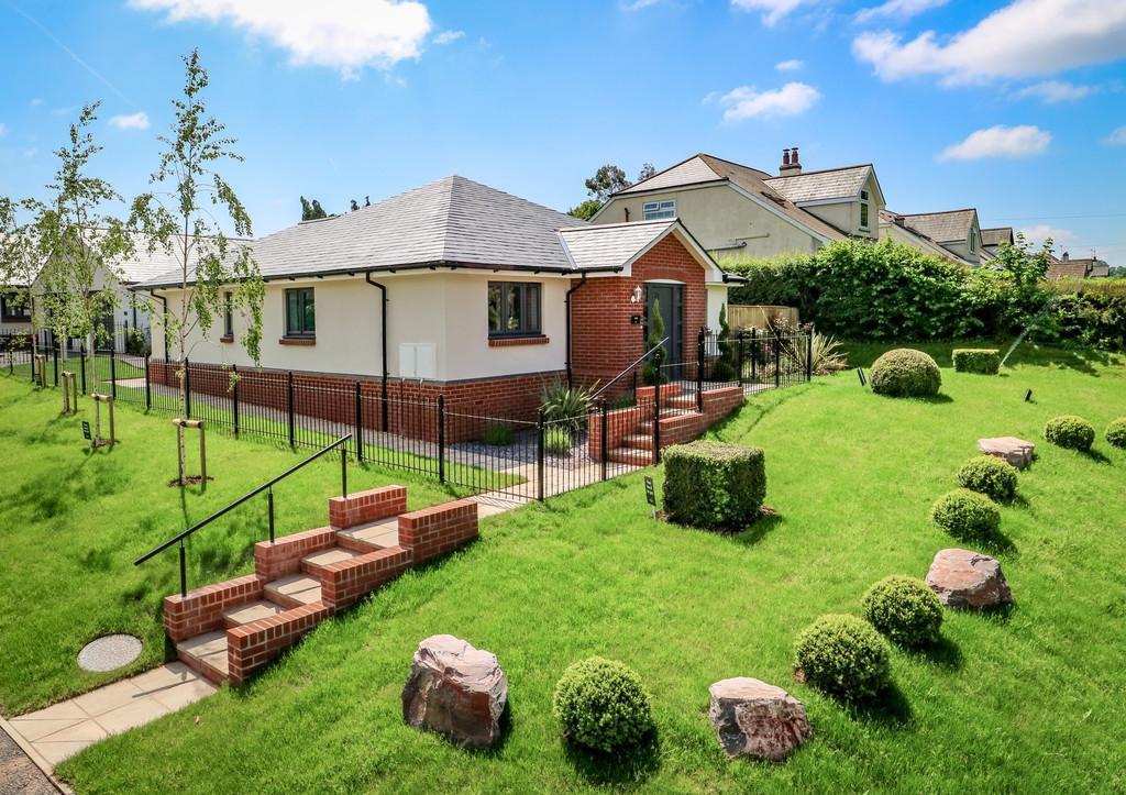 2 Bedrooms Detached Bungalow for sale in Moonhill Copse, Westclyst, Exeter