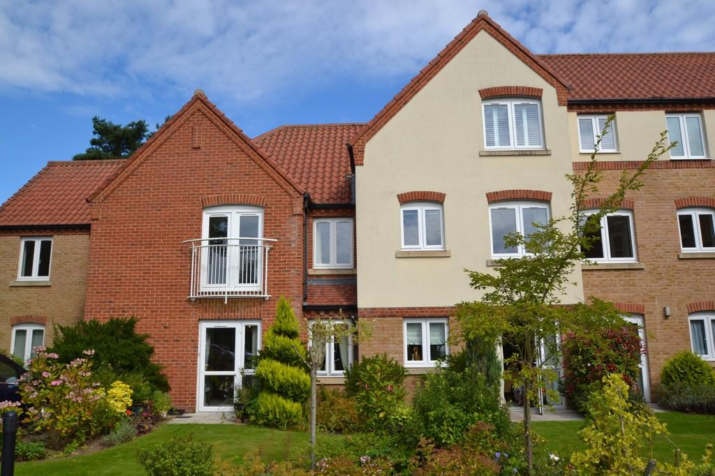 2 Bedrooms Ground Flat for sale in Holt