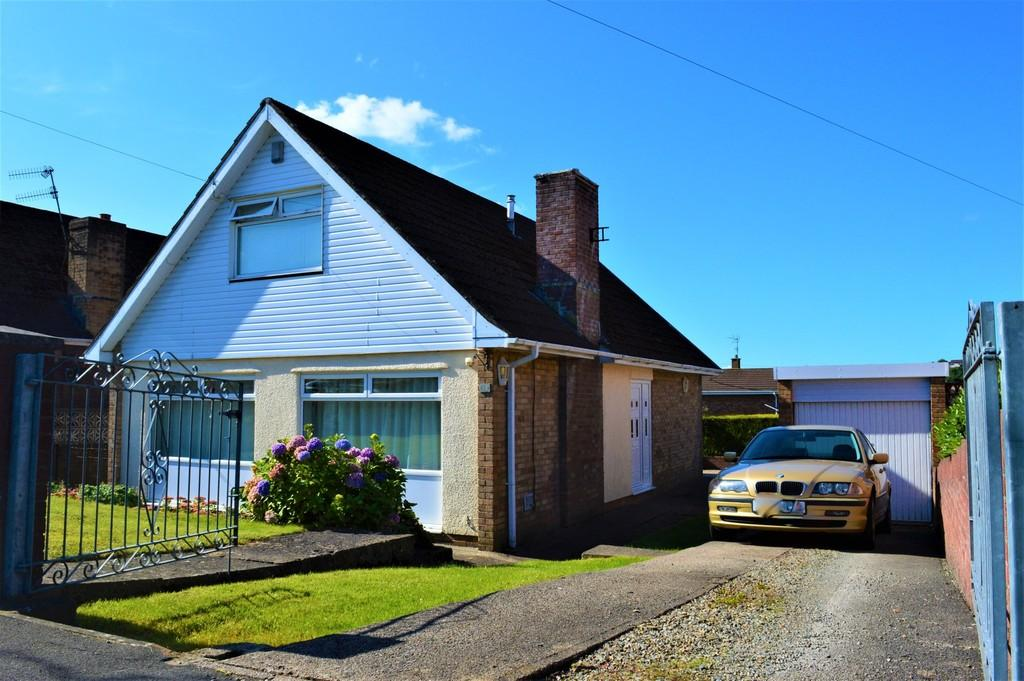4 Bedrooms Detached Bungalow for sale in Rolls Avenue, Penpedairheol