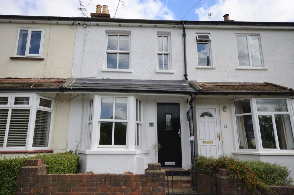 2 Bedrooms Terraced House for sale in Adams Park Road, Farnham