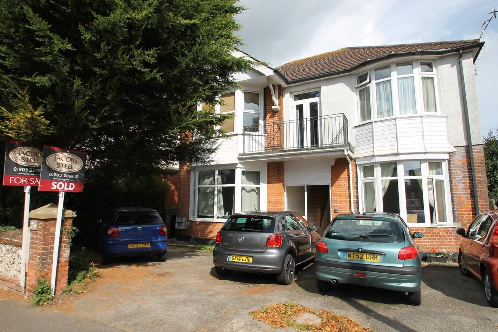 2 Bedrooms Apartment Flat for sale in Shakespeare Road, Worthing, BN11 4AR