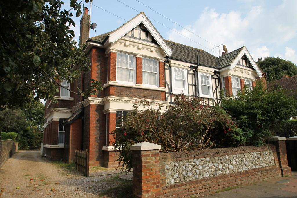 2 Bedrooms Apartment Flat for sale in Shakespeare Road, Worthing, BN11 4AS