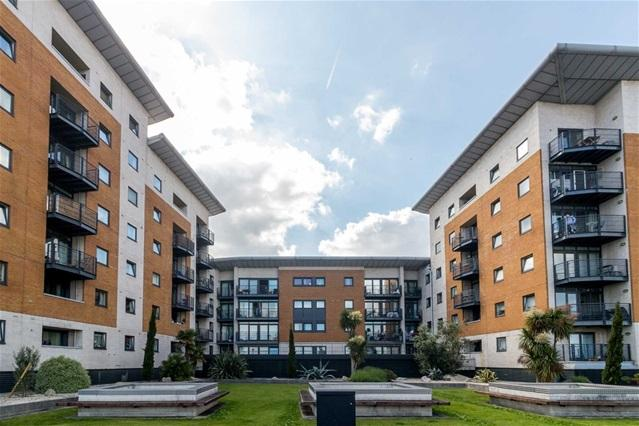 2 Bedrooms Flat for sale in Fishguard Way, Royal Docks