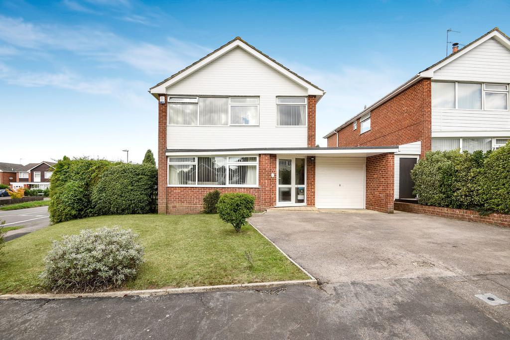 4 Bedrooms Detached House for sale in Wollaton Road, Ferndown