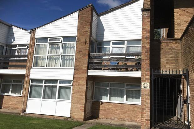 1 Bedroom Flat for sale in Amesbury Court, Launceston Road, Little Hill, Wigston, LE18