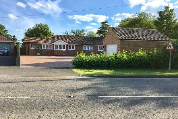 4 Bedrooms Bungalow for sale in Alford Road, Bilsby, Alford, LN13