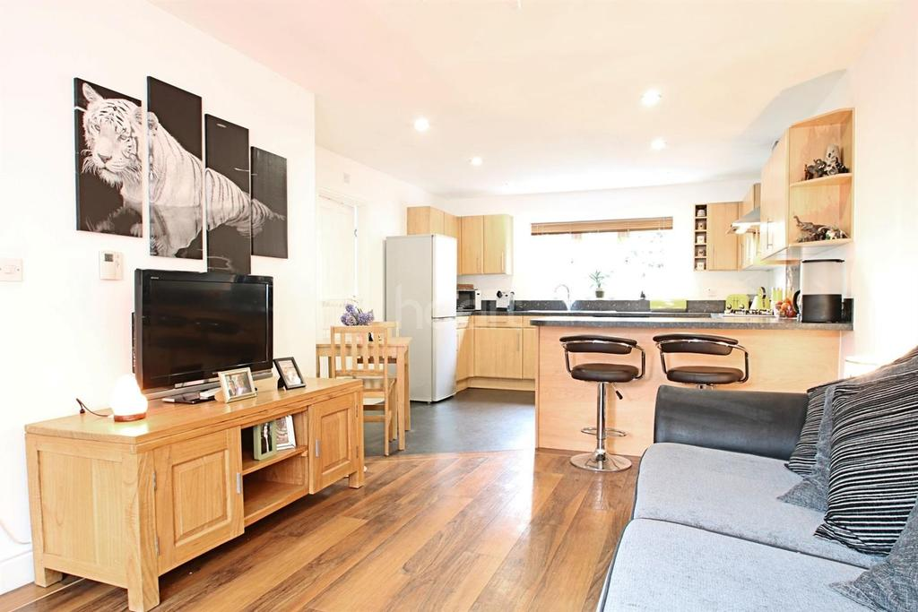 5 Bedrooms Detached House for sale in Radvald Chase, Stanway, Colchester.