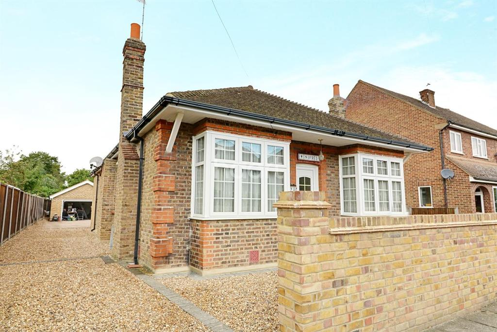 3 Bedrooms Bungalow for sale in Shepperton, Middlesex