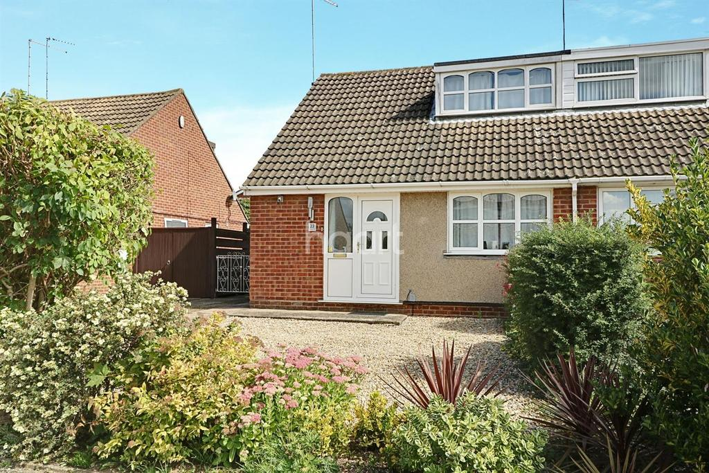 3 Bedrooms Semi Detached House for sale in Reynard Way, Kingsthorpe