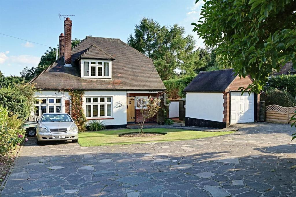 4 Bedrooms Detached House for sale in High Road, Hockley