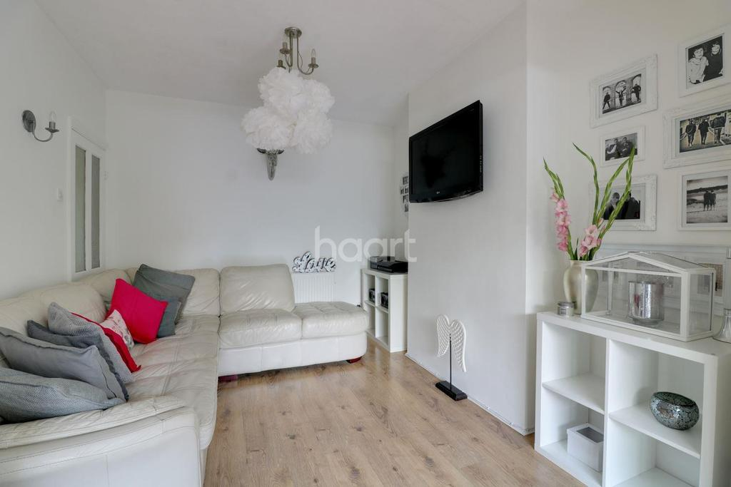 3 Bedrooms Terraced House for sale in Seabrook Gardens, Romford
