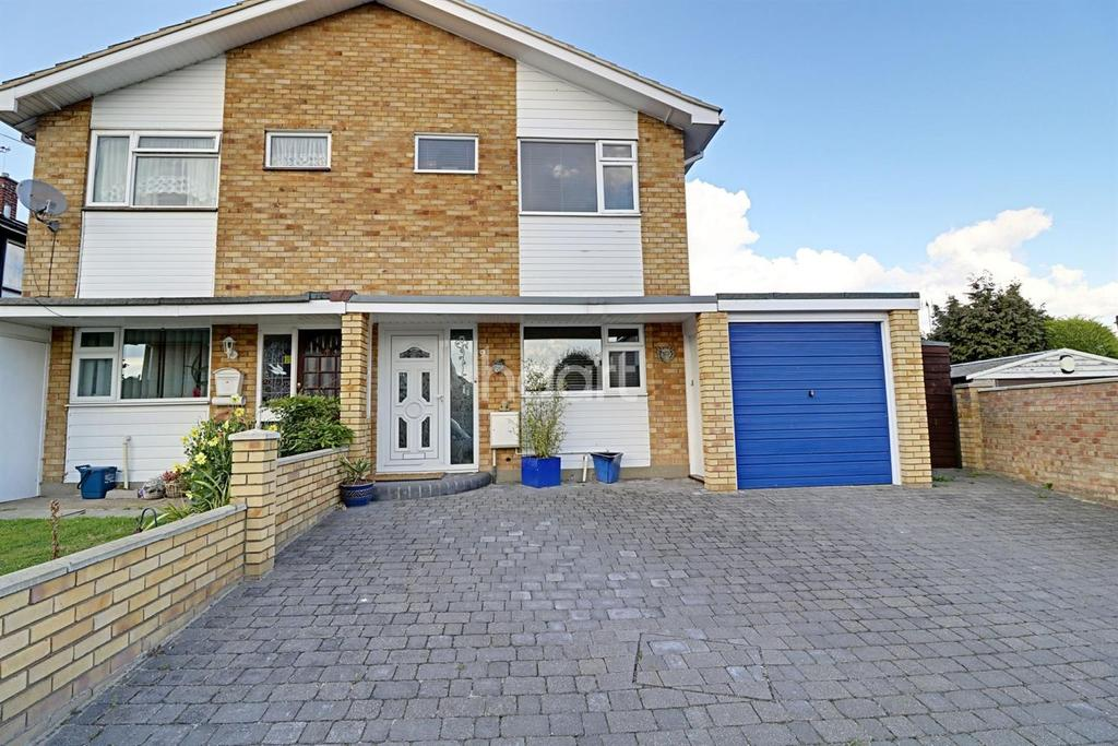 3 Bedrooms Semi Detached House for sale in Tudor Close, Leigh-On-Sea