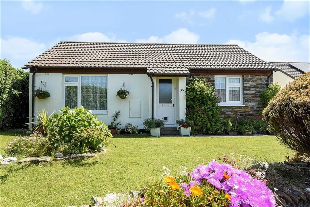 2 Bedrooms Bungalow for sale in Trehannick Close, St Teath, Bodmin, Cornwall, PL30