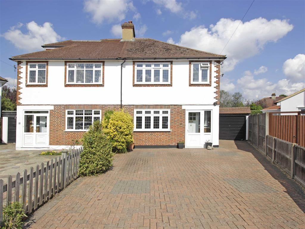 3 Bedrooms Semi Detached House for sale in Briar Gardens, Hayes, Kent