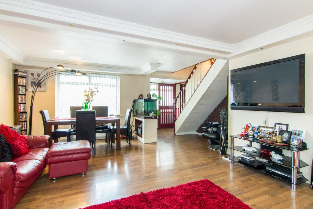 3 Bedrooms House for sale in Vanbrough Crescent, Northolt