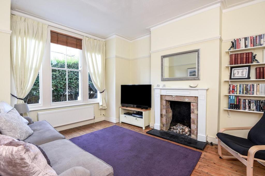 2 Bedrooms Flat for sale in Waldron Road, Earlsfield