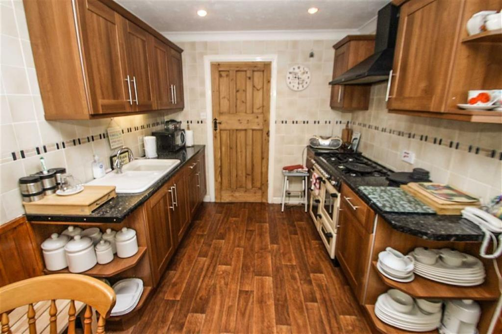 3 Bedrooms Detached Bungalow for sale in Holland Road, East Clacton