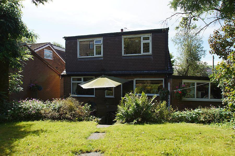 3 Bedrooms Semi Detached House for sale in Wellmeadow Lane, Uppermill OL3