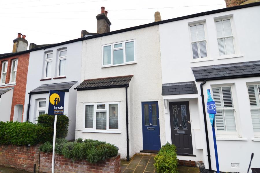 2 Bedrooms House for sale in Springfield Road, Teddington, TW11