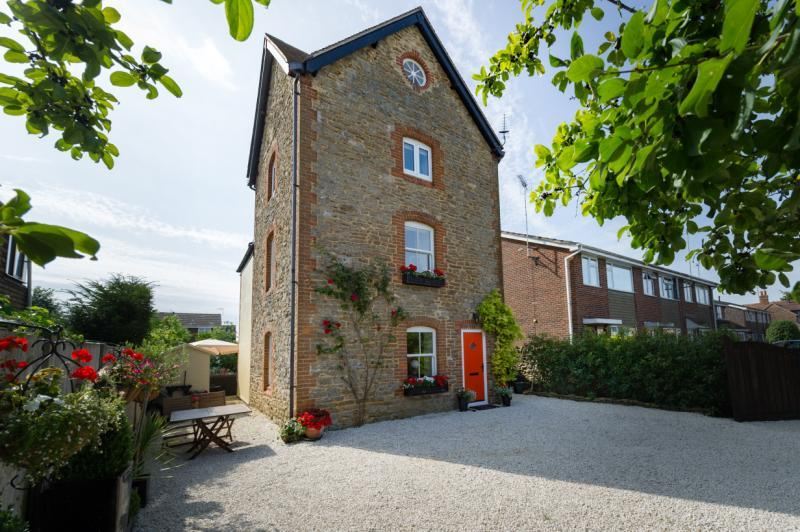 3 Bedrooms Detached House for sale in The Tower House, The Gap, Marcham, Abingdon, Oxfordshire