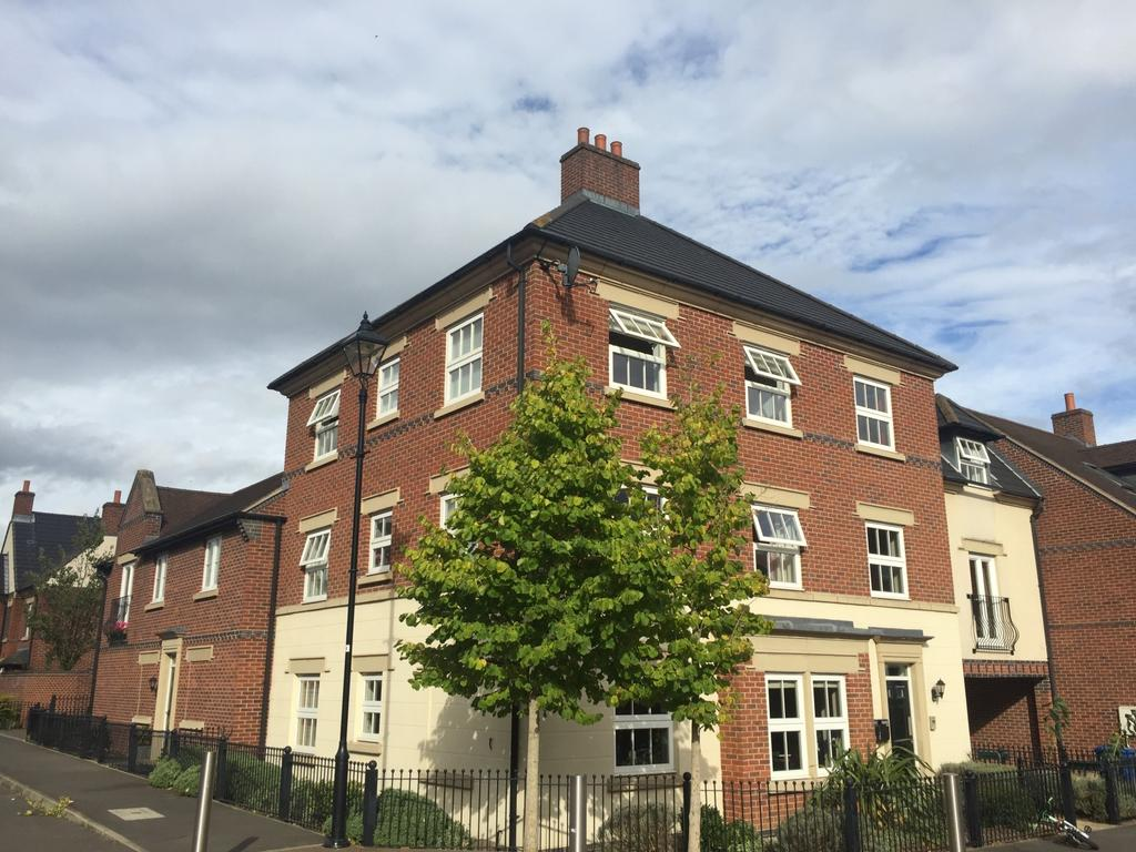 2 Bedrooms Flat for sale in Partington Square, Sandymoor, Runcorn