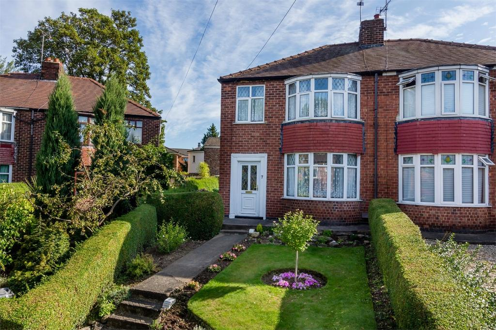 3 Bedrooms Semi Detached House for sale in Dalguise Grove, Off Heworth Green, York