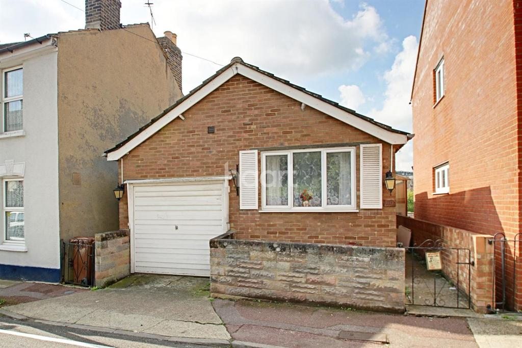 3 Bedrooms Detached House for sale in Constitution Road, Chatham
