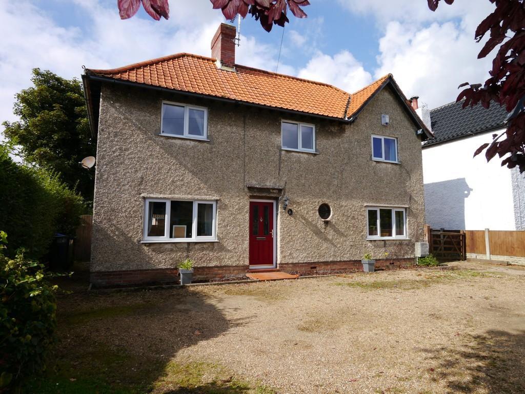 3 Bedrooms Detached House for sale in Gorleston Road, Oulton, Lowestoft