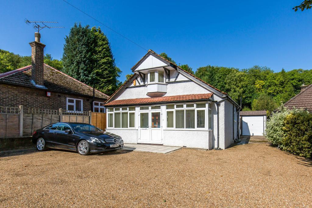 3 Bedrooms Detached House for sale in Whyteleafe Hill, Whyteleafe, Surrey, CR3 0AJ