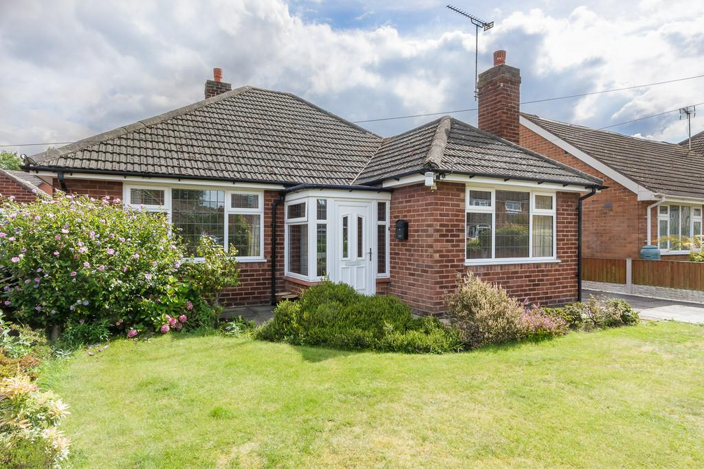 3 Bedrooms Detached Bungalow for sale in Willaston, Cheshire