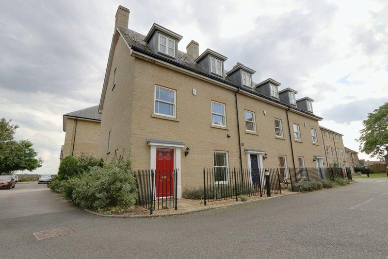 4 Bedrooms Terraced House for sale in Douglas Court, Ely