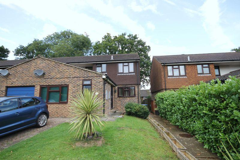 3 Bedrooms End Of Terrace House for sale in Swann Close, Burgess Hill